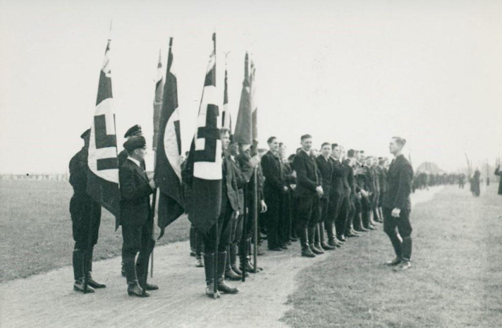 En del fra det tyske mindretal i Sønderjylland sluttede sig i 1930'erne til NationalSozialistische Deutsche Arbeiterpartei Nordschleswig. Partiet håbede, at Hitler ville indlemme Sønderjylland i Tyskland. © Museum Sønderjylland.